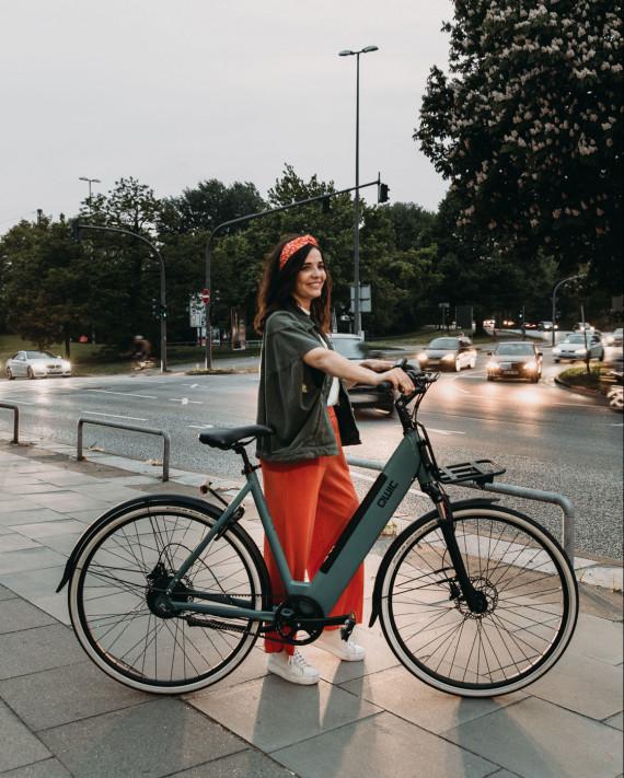 Marie van QWIC met e-bike