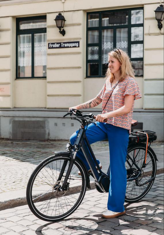Marie-Louise van QWIC met e-bike